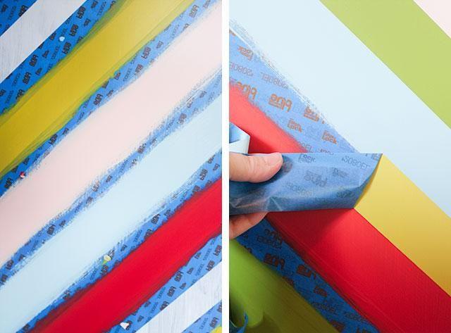 Después de haber completado su primer conjunto de rayas, retire la cinta original. Pegue una nueva serie para el resto de sus rayas y repetir el mismo proceso que antes.