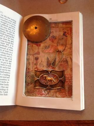 Selecciones de pegamento dentro y que haya terminado de crear su porción de caja de la sombra de su libro alterado!