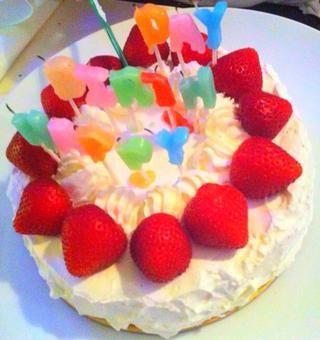 Por si fuera poco con las velas del arco iris del feliz cumpleaños y que haya terminado :)