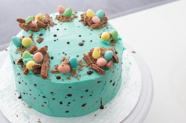 Otro punto de vista: http://annezca.blogspot.ca/2015/04/speckling-chocolate-easter-egg-cake.html