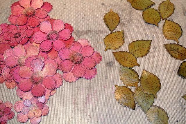 Cortar las hojas y flores.