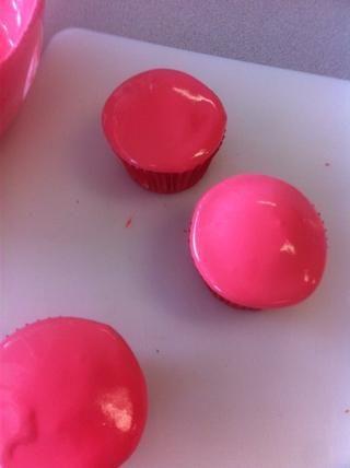 Ponga guinda los cupcakes
