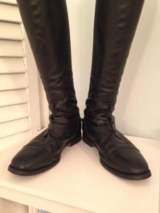 Voila! Sus botas son limpio, brillante y listo para montar y mostrar. Usted puede desear ir sobre sus botas una vez más con un paño limpio sólo para asegurarse de que no's no more polish on them -)