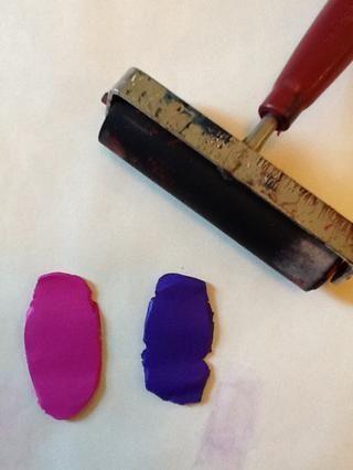 Acoplar las dos piezas de arcilla Sculpey usando Brayer o escribe el pasador objeto