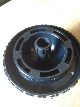 La tapa (con agitación varilla) se coloca en siguiente. Una tapa de plástico se coloca sobre esto.
