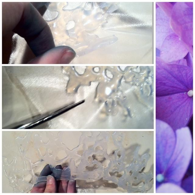 Una vez que el pegamento se seca completamente, tome un par de tijeras y cortar la corona hacia afuera (porque el manguito de plástico se derrita y no se puede simplemente tirar de la cola de) ✋ Más tarde'll see why my hands are blue!