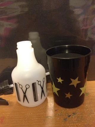 1.) llenar la forma en la botella medio con agua