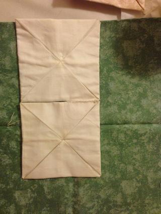 Coser dos cuadrados juntos en el centro.