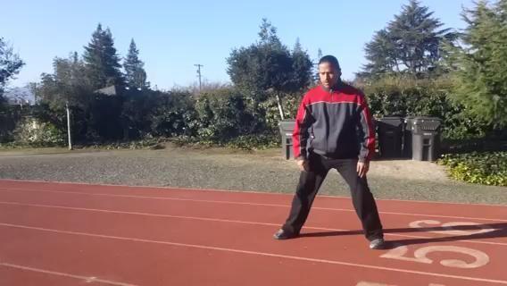 Carioca. Éste se explica mejor por el video. Cruzar un pie delante del otro y luego cruzar detrás mover hacia los lados. Mueve tus caderas con el movimiento.