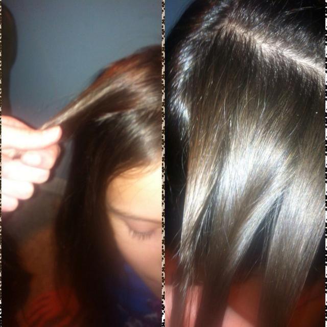 Tomando la capa superior del cabello directamente a la derecha de su parte, se dividió en tres secciones iguales. Deja tus flequillo, o añadirlos en, simplemente hacer lo que crees que va a verse mejor.