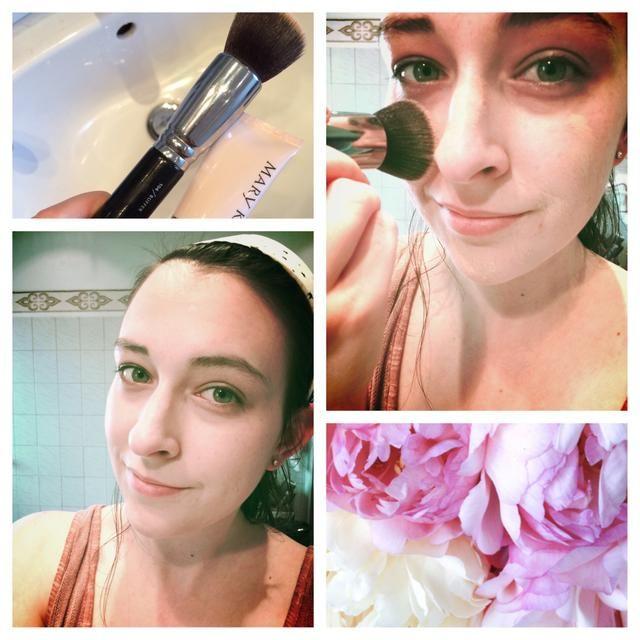 Lleve a su favorito de maquillaje que coincida con el color de la piel perfectamente y trabajar en con un cepillo de pulido.