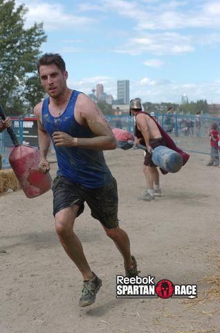 Corrí la Raza espartano en Calgary este año, ocupando el primer lugar en mi calor. Este entrenamiento fue parte de mi plan de entrenamiento. Póngase una meta mediante la firma de una carrera de barro, y luego trabajar duro para ponerse en forma.