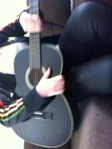Y la guitarra jaja :) paraíso't played for a while, Doesnt sound very good haha