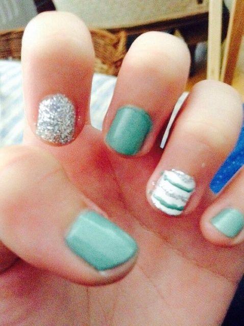 Cómo hacer lindo menta rayado Nails