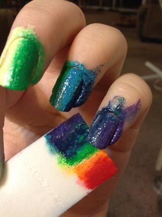 Sello it.You puede añadir un poco de azul oscuro en su dedo anular, lo hice si puede verlo.