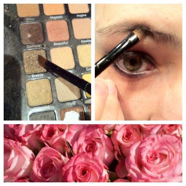 Encuentra un color marrón claro / sombras doradas y pincel sobre tus cejas para darles un poco más de forma.