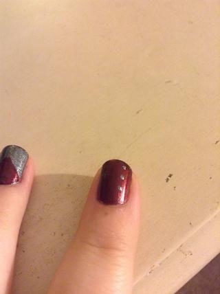 Empecé con tres puntos hacia un lado de mi uña.