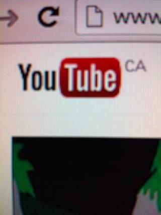 En otra pestaña, vaya a YouTube.