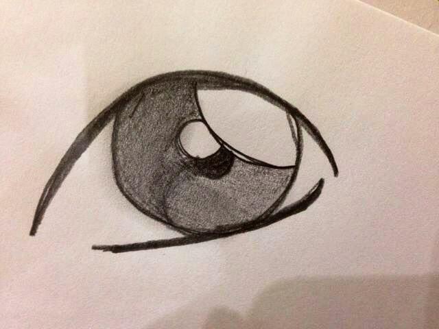Traza una línea debajo del globo ocular. Usted puede difuminar las sombras con el dedo si lo prefiere esa mirada.
