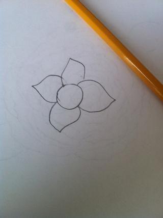 Terminé haciendo cuatro. Pero usted puede terminar con cualquier número de pétalos, dependiendo del tamaño del círculo!