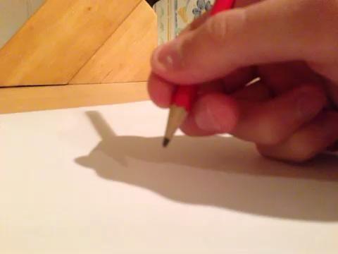 Con el punto de su dedo todavía firmemente en el papel, elija el tamaño de su círculo moviendo la punta del lápiz.