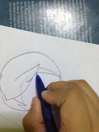 Dibuja una explosión en el lado derecho de la cara.