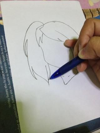 Añadir algunas líneas sobre el cabello.