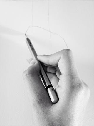 Pon tu lápiz en el contorno puntero dedo.
