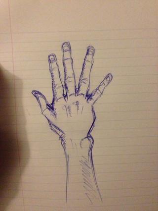 Agregue un poco de uñas y sombras al mirar en su propia mano