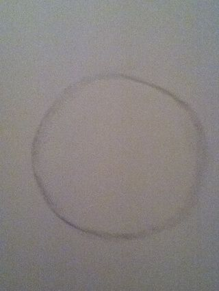 Comience por dibujar un círculo para el exterior de la espiga ... Don't worry the circle doesn't have to be perfect.