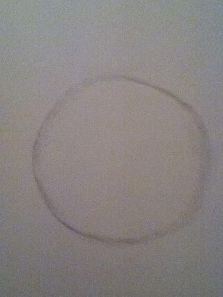 Comience por dibujar un círculo para el exterior de la espiga ... Don't worry the circle doesn't have to be perfect.