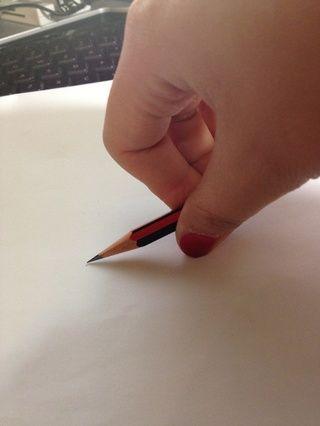 Sostenga el lápiz como tal, el tamaño del círculo depende de la posición en la que se mantiene el lápiz.