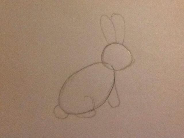 Este paso es donde se dibuja las formas principales para el cuerpo. Un punto como una nariz, dos orejas ovaladas, una pata delantera que es un rectángulo redondeado, un pequeño círculo de cola y una pata trasera (semicírculo y ovalados).