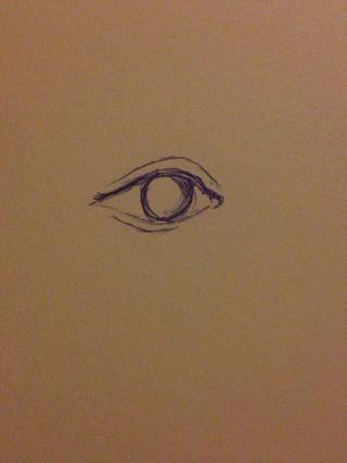 A continuación, dar a su ojo un poco de dimensión mediante la adición de pliegues en la parte superior e inferior del contorno de los ojos. También, dibujar un contorno del iris.