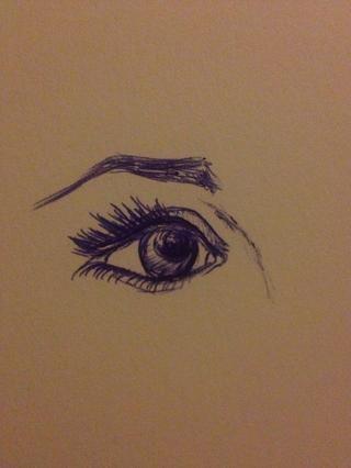 Y ahí lo tienes. Un ojo realista y ceja dibujo a pluma.