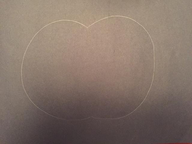 Dibuja un gran retroceso C en el lado derecho de su papel.