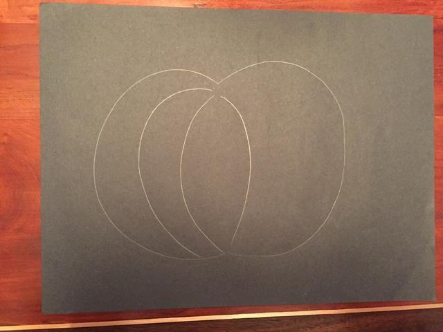 Dibuja una línea curva, esta línea debe curvarse en la otra dirección.