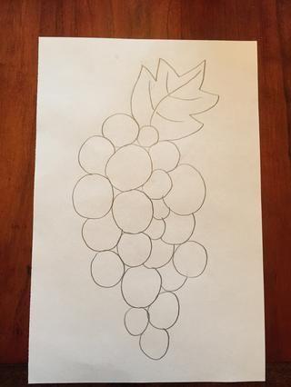 Dibuja una hoja. Su hoja puede estar en cualquier lugar, siempre y cuando se une a sus uvas.