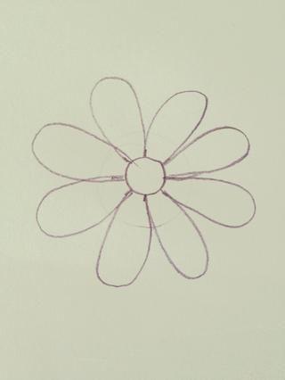 Dibuja los 8 flores, tratando de hacerlos lo más uniforme posible!