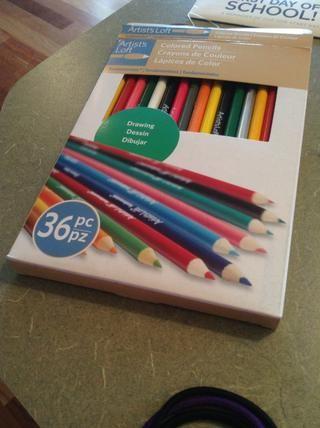 Así que estos son los lápices de colores que tengo. Usted puede tener un paquete diferente, pero este es el que yo'm using.
