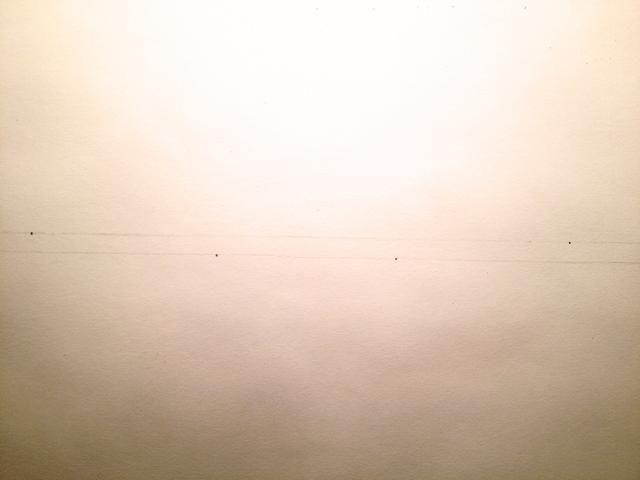 Haga 2 puntos en la línea superior, aprox. 3 pulgadas diagonales para los primeros 2 puntos. (En este momento el punto izquierdo puede't be seen because my picture was cut) :(