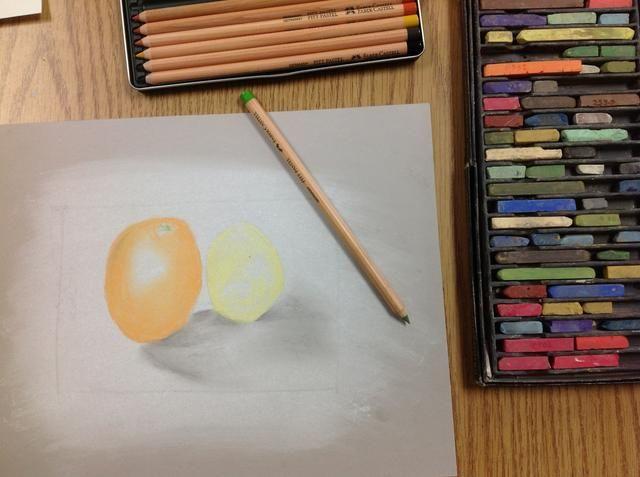 En las zonas de detalle, utilice lápices pastel tiza. Afilar con los sacapuntas mano cuando sea necesario.