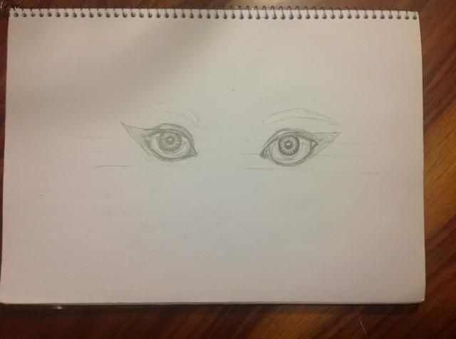 yo'm going to draw this eyes with make up, so first I draw my design. Mark softly in eyeball de light and the shadow. Paint the center of the pupil in black. I put some points of lights on it too.
