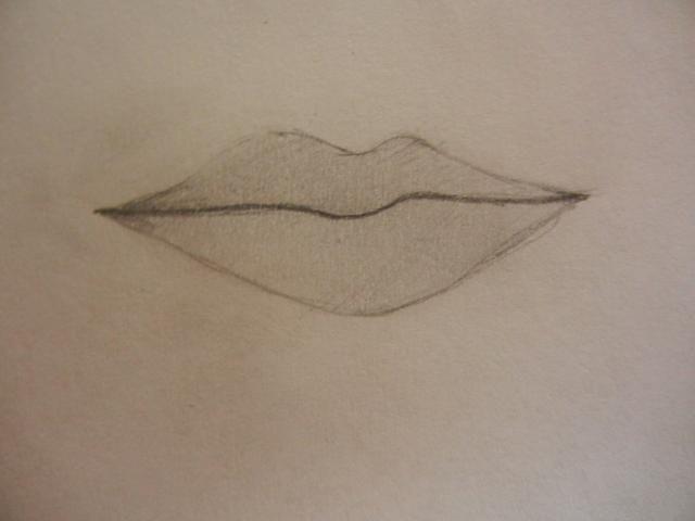 Mezclar suavemente el lápiz, borrando las manchas fuera de las líneas. Revise las líneas y hacer que la línea entre los labios oscuros. Rellene las esquinas de los labios más oscuro también.