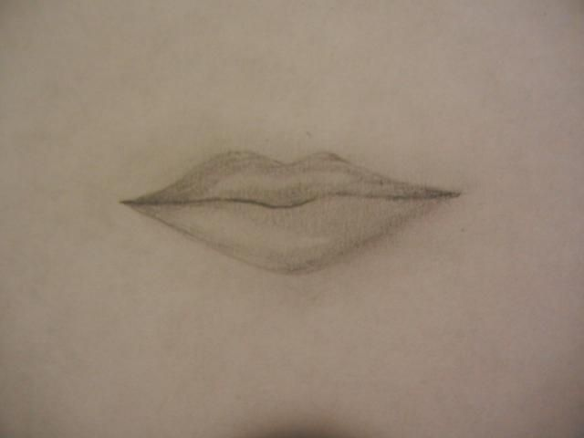Mezcla a fondo. Utilice el borrador para agregar un punto culminante en el labio superior e inferior, se mezclan para suavizar en el labio. Añadir más definición con sombreado si es necesario. Las esquinas / bordes son por lo general más oscuro. ¡Hecho!