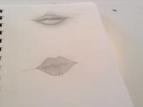 simplemente dibujar líneas para formar el labio! asegúrese de que la están curvadas, jamás directamente