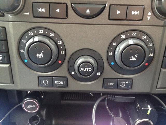 En su mayor parte que cada uno ajustar la temperatura de su medio del coche y el sistema se encarga del resto. Puede pulsar el botón de apagado, si te gusta y luego Auto para volver a encenderlo.