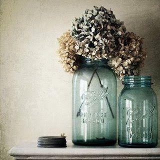 Secado Hydrangeas en un florero