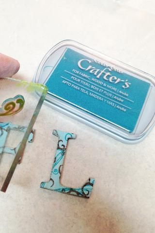 utilizar Aruba Crafter's Ink and a different swirl stamp to stamp another layer on letters. heat set to dry ink.
