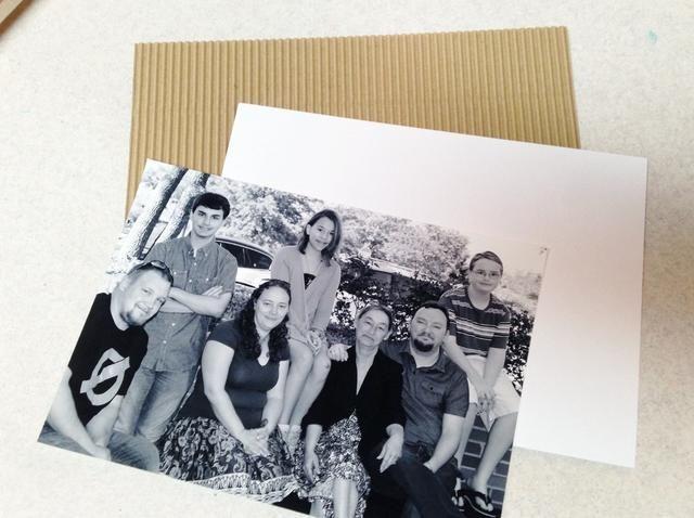 foto capa sobre cartulina blanca, y luego en kraft corrugado papel - papeles de socorro primera si lo desea.